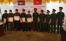 Tặng quà gần 1 tỉ đồng để 'tiếp sức' cho Campuchia chống dịch COVID-19