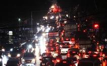Chờ cầu vượt, đường cửa ngõ tây nam Hà Nội 'kẹt xe như cơm bữa'