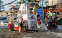 TP.HCM đón đợt triều cường cao nhất năm, đường phố ngập lênh láng