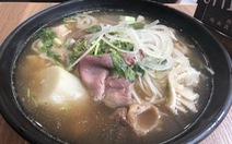 """Ăn """"Pho Sai Gon' ở Hong Kong, càng nao nao nhớ phở Sài Gòn"""