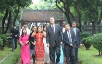 Đại sứ Mỹ Kritenbrink thăm Văn Miếu, tưởng niệm danh nhân Chu Văn An