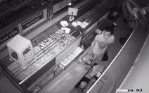 Kẻ trộm đột nhập tiệm bạc từ nóc nhà cuỗm nhiều tài sản trị giá 1,2 tỉ