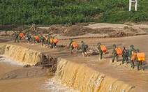 50 cán bộ chiến sĩ vượt suối tràn vào Phước Lộc tìm người mất tích