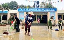 Hàng vạn học sinh Nghệ An vẫn chưa thể đến trường sau lũ