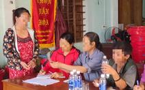 Lao vào tát trưởng thôn vì phát nhầm phiếu nhận quà do ca sĩ Thủy Tiên đi trao