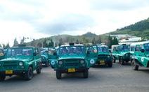 Bất chấp đình chỉ, đoàn xe Uoát 'đời cổ' vẫn chở khách lên đỉnh Lang Biang