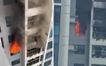Cháy chung cư cao cấp Goldmark City, cư dân tháo chạy xuống đất