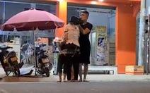 Thanh niên 'ngáo đá' buông dao, thả 3 người sau khi gọi điện cho mẹ