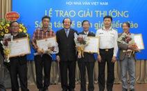 'Mình và họ' của Nguyễn Bình Phương được trao giải nhất, ông Hữu Thỉnh từ chối giải thưởng
