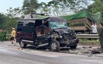 Xe khách Limousine đâm xe đầu kéo trên cao tốc, 8 người bị thương