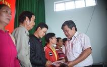 Tặng quà, động viên cho 40 gia đình ngư dân Bình Định gặp nạn trên biển
