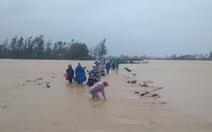 Mưa lớn, nhiều tuyến đường Quảng Nam ngập sâu trong nước