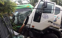 Xe khách va chạm xe bồn rồi lao vào nhà dân, 6 người bị thương