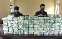 Truy bắt nhóm nghi phạm vứt 100kg ma túy đá ở biên giới