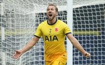 Harry Kane ghi bàn thứ 150, Tottenham vươn lên đầu bảng