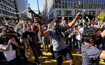 Người dân Mỹ tràn ra đường ăn mừng chiến thắng của ông Biden