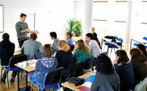 Trường học, trung tâm Anh ngữ tăng cường phòng dịch sau ca nhiễm là giáo viên tiếng Anh