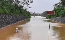 Hơn 900 hành khách đi tàu phải chuyển tải qua Nha Trang vì đường sắt ngập