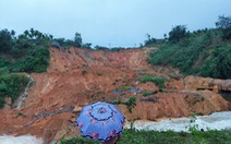 Quảng Ngãi: Sạt lở chặn cả dòng suối, đe dọa một khu tái định cư