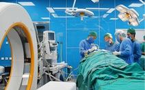 Một công nhân bị thang máy kẹp vỡ hộp sọ, bệnh viện báo động đỏ