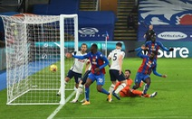 Lloris mắc sai lầm, Tottenham đánh rơi chiến thắng trước Crystal Palace