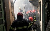 Cháy nhà trong hẻm, người dân nháo nhào tháo chạy thoát thân