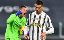 Ronaldo sút hỏng phạt đền, Juventus bị cầm chân