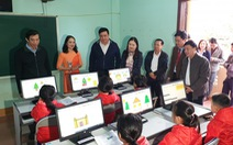 Tặng 100 máy tính cho học sinh vùng lũ Quảng Trị