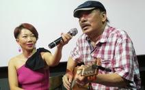 Nhạc sĩ Trần Tiến đến xem Màu cỏ úa, hát Mặt trời bé con và nói: 'Tôi khỏe như voi'