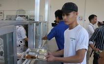 Ảnh hưởng dịch, lương chỉ còn 6 - 8 triệu, 64% công nhân vẫn gửi tiền về nhà