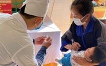 Những điều bà mẹ cần thực hiện khi đưa con đi tiêm chủng