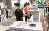 Nhiều trường ĐH cho sinh viên nghỉ vì nam tiếp viên và giáo viên tiếng Anh nhiễm COVID-19
