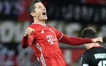 Video: Lewandowski tỏa sáng với cú đúp, Bayern Munich đòi lại ngôi đầu từ Bayer Leverkusen