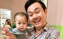 Bạn bè nghệ sĩ Chí Tài quyên tiền làm từ thiện ở Phú Quốc