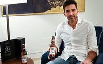 Thủ môn Casillas được tặng 17 chai bia vì... bị Messi đá thủng lưới 17 lần