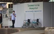 Người Thái chặn xe quân đội, phản đối mở bệnh viện dã chiến tại 'ổ dịch' Samut Sakhon