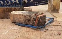 Cha học sinh trong vụ sập cổng trường: 'Con tôi chết oan uổng quá!'