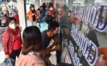 Bến xe Sài Gòn nhộn nhịp khách về quê đón tết, siết chặt phòng dịch