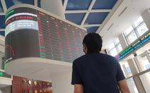 Nhà đầu tư chật vật chọn cổ phiếu sau khi vốn hóa sàn HoSE bốc hơi trên 273.500 tỉ đồng