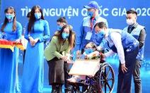 'Xương thủy tinh' Ngọc Tâm nhận giải thưởng Tình nguyện quốc gia năm 2020