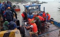 Tàu chở 2.250 tấn ximăng bị bục khoang máy, 10 người được cứu sống