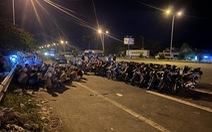 Hàng trăm thanh niên tụ tập đua xe trên cầu Cần Thơ