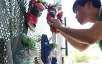 Mang chai nhựa, giày dép hỏng… đến quán cà phê tái chế ở TP.HCM