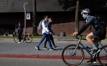 Thống đốc California lệnh ở nhà, cảnh sát nhiều nơi 'mặc kệ'