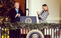 Vợ chồng ông Trump dự lễ lên đèn Giáng sinh tại Nhà Trắng