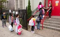 Thống đốc bang New York cho rằng trường học là nơi chống dịch COVID-19 an toàn nhất