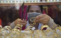 Vàng ngấp nghé 56 triệu đồng/lượng, USD tự do lên 23.450 đồng/USD