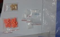 Công an kiểm tra ma túy, 9 nam nữ trong 2 căn nhà thuê vẫn... lờ đờ