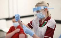 Chuyện lạ: Sanofi, Pfitzer bất ngờ bắt tay sản xuất vắcxin COVID-19