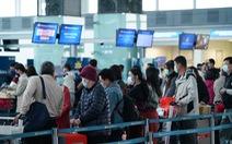 Hai hành khách Trung Quốc ở Nội Bài không chịu lên máy bay về nước